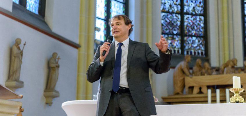 Andreas Englisch spricht in Steinfeld